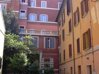 Foto - Bilocale via Galliera, Centro Storico, Bologna
