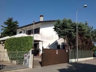 Foto - Palazzo / Stabile via Benvenuto Cellini 34, Lido Di Jesolo, Jesolo