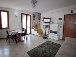 Foto - Trilocale via Martiri delle Foibe, 5, Castelnuovo Del Garda