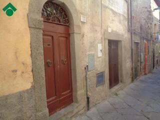 Foto - Palazzo / Stabile due piani, da ristrutturare, Viterbo