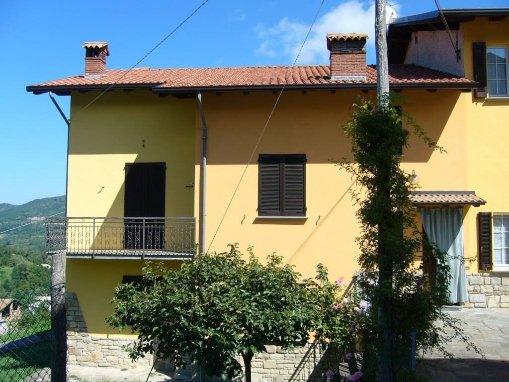 foto  Villa bifamiliare frazione Casa Villa, Romagnese