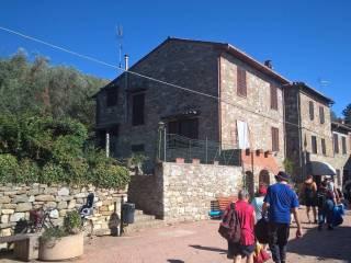 Foto - Casa indipendente piazza San Francesco, Tuoro sul Trasimeno