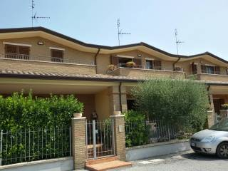 Foto - Villetta a schiera Strada dei Bracceschi 1, Casa del diavolo, Perugia