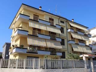 Foto - Appartamento ottimo stato, terzo piano, Longobardi