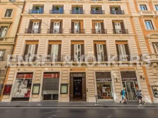 Trilocali con terrazzo in vendita in zona Barberini, Roma ...