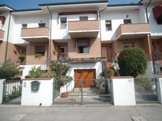 Foto - Villetta a schiera 5 locali, buono stato, San Martino, Ferrara