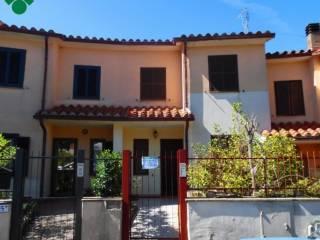 Foto - Villetta a schiera via Giovanni Falcone, 2, Ischia di Castro