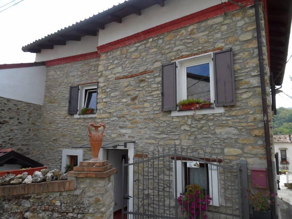 foto Facciata Casa indipendente via Poggio, Grognardo