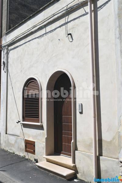 foto esterno Appartamento ottimo stato, piano terra, Oria