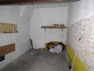 Case in Affitto: Medio Campidano Box / Garage via Pietro Azzario, Centro Storico, Pavia