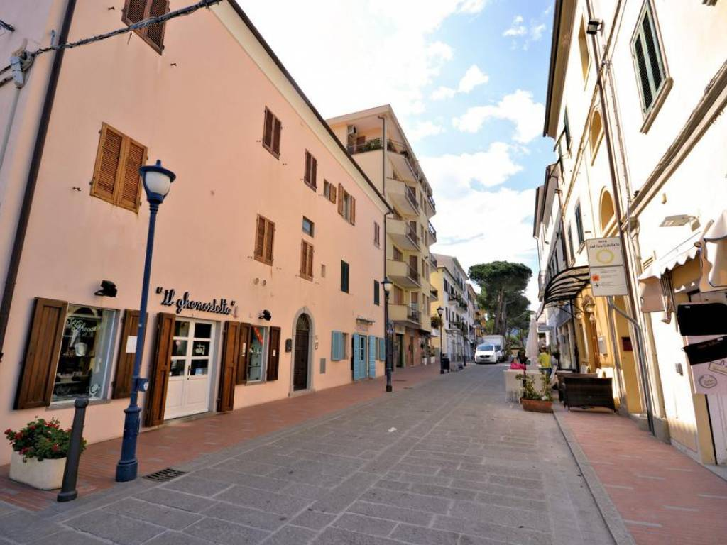 foto  Negozio in Affitto a Campo nell'Elba