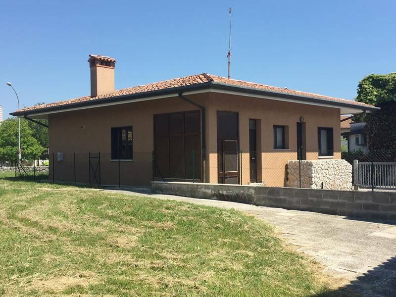 Ufficio Lavoro Monfalcone : Vendita villa in via dei bagni 17 monfalcone. ottimo stato balcone