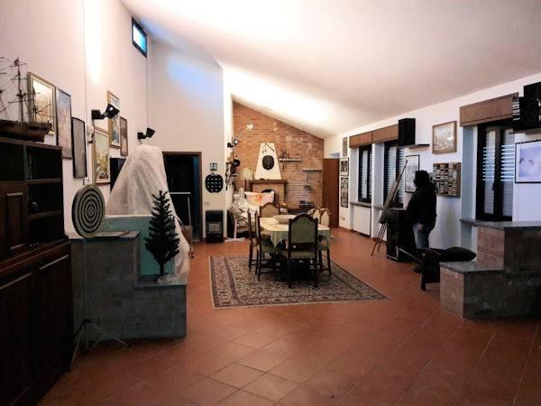 foto salone Palazzo / Stabile via Santa Maria, Tonco