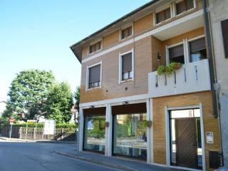 Foto - Palazzo / Stabile angolo via FIUME 40, Giussano