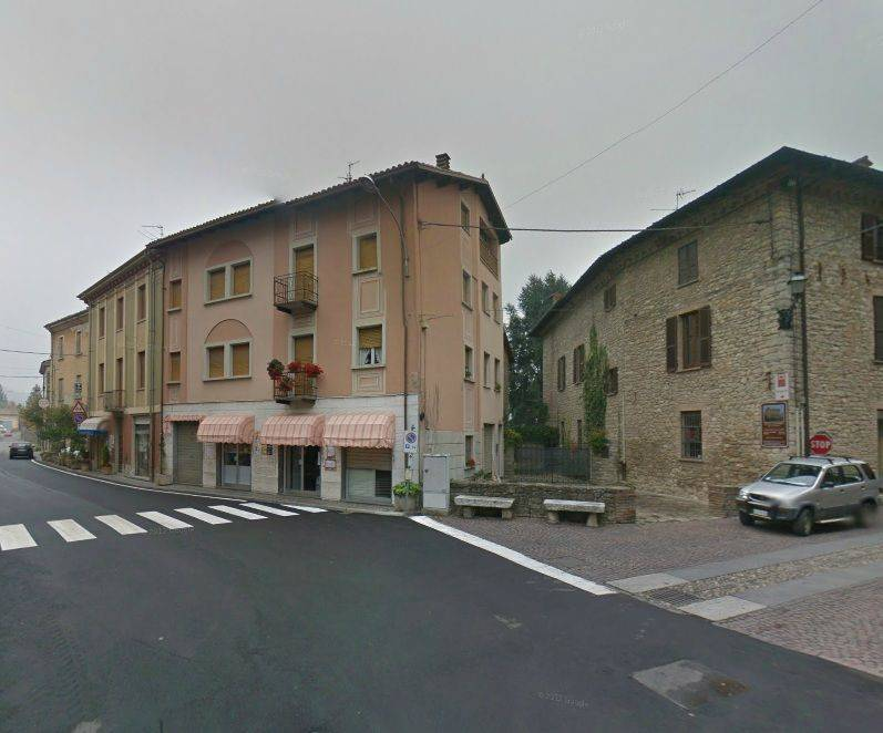 foto  Palazzo / Stabile quattro piani, Zavattarello