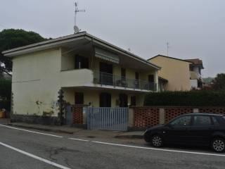 Foto - Casa indipendente via Tornaco, Borgolavezzaro