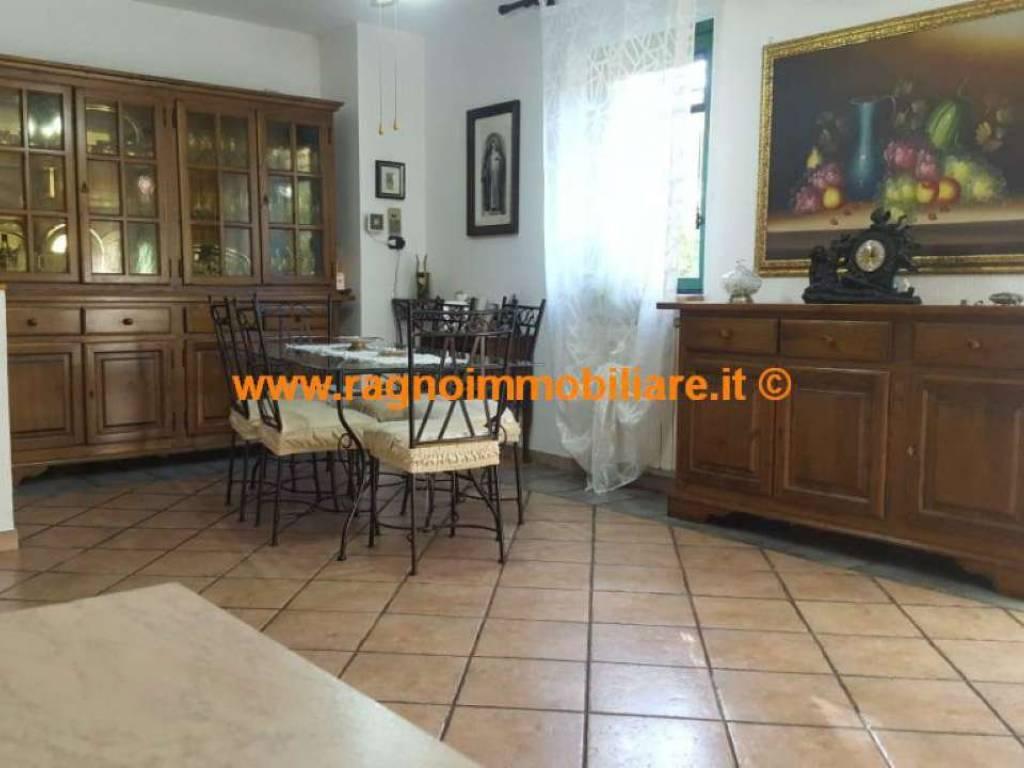 foto  Villa bifamiliare, buono stato, 170 mq, Casarile