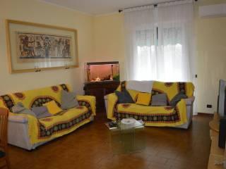Foto - Trilocale buono stato, primo piano, Villaggio Veneto, Novedrate