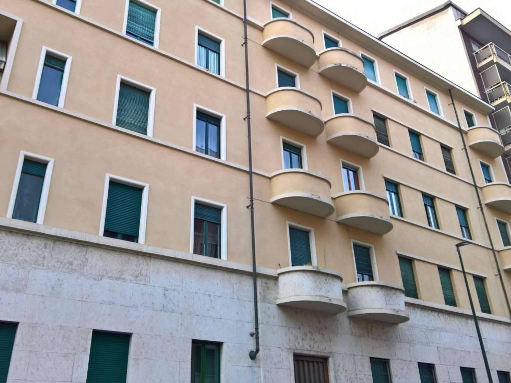 foto Stabile Bilocale buono stato, secondo piano, Torino