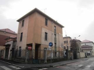 Foto - Palazzo / Stabile tre piani, da ristrutturare, Mortara
