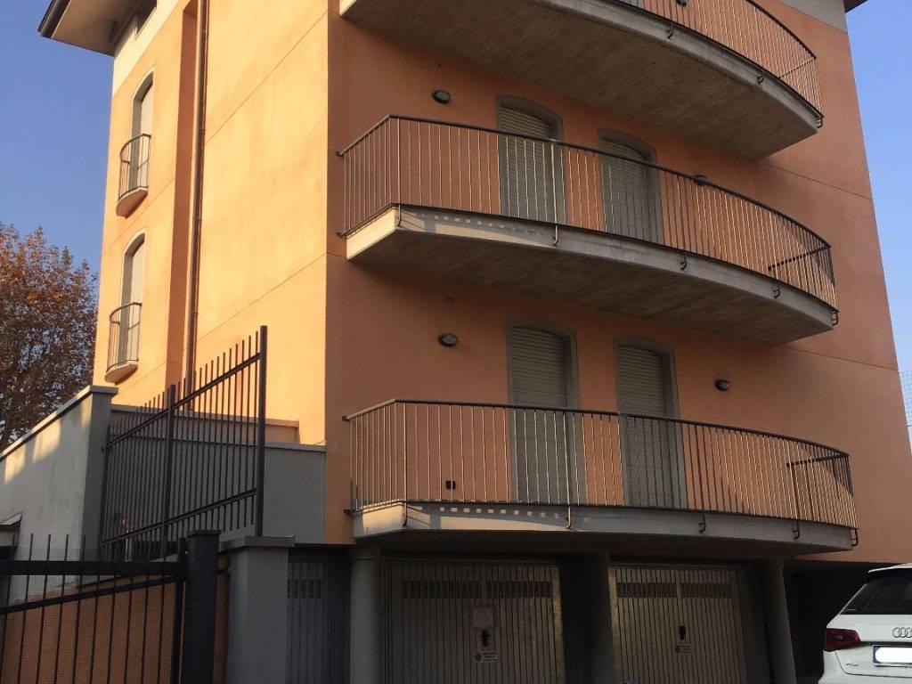 foto  Trilocale via Cesare Battisti, Verano Brianza