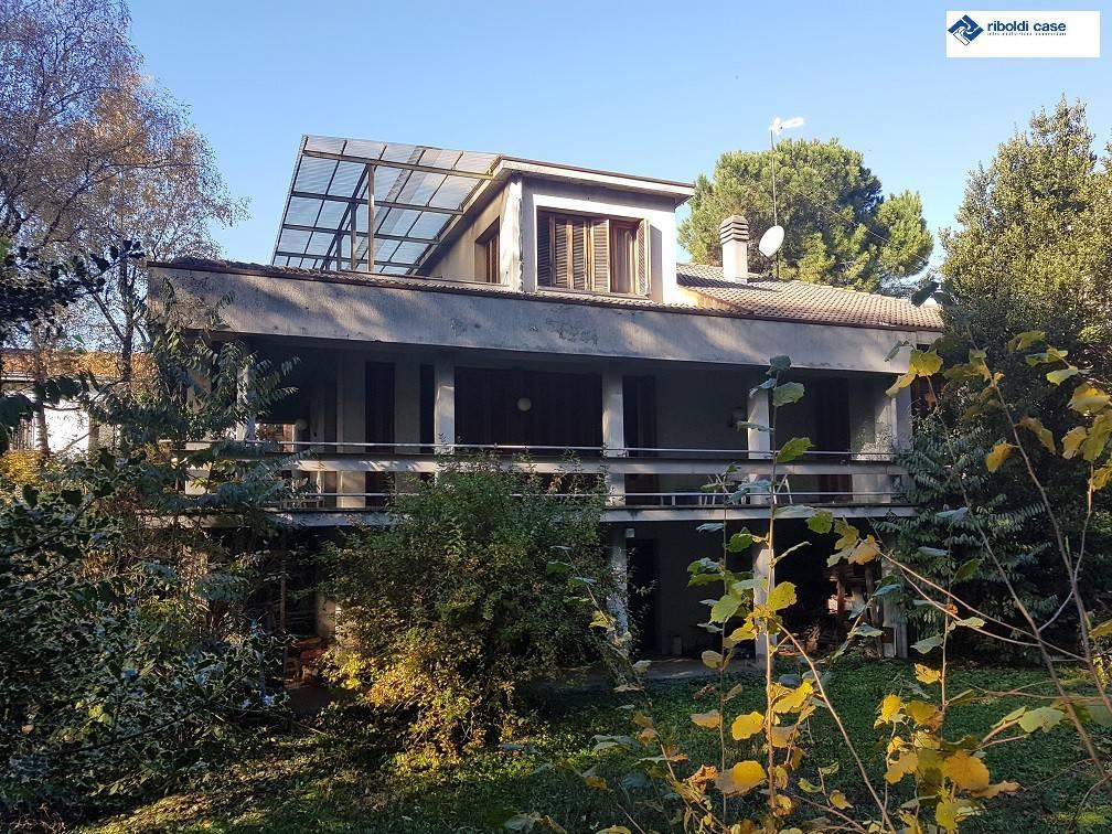 Vendita Villa in via Don Orione Seregno. Da ristrutturare, posto ...