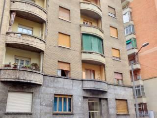 Foto - Bilocale da ristrutturare, quarto piano, Lingotto, Torino
