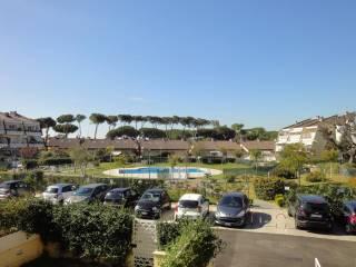 Foto - Trilocale via Salorno 63, Infernetto, Roma