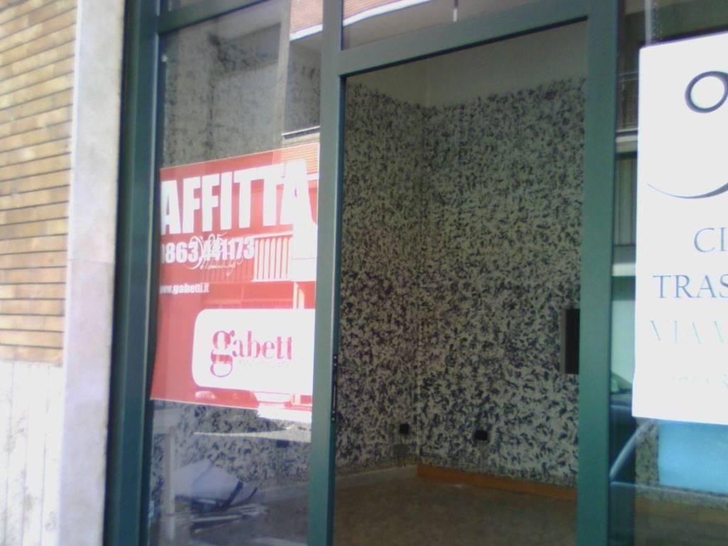 foto vetrina Negozio in Affitto a Avezzano