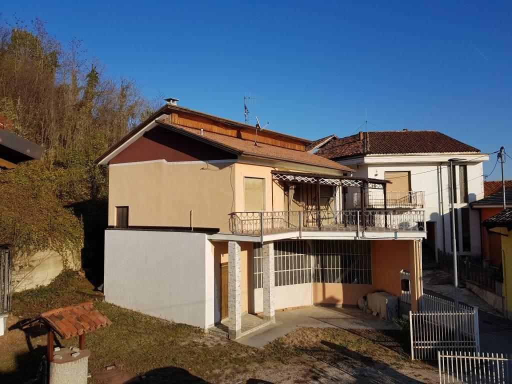 foto  Villa via Umberto I 2, Monticello d'Alba