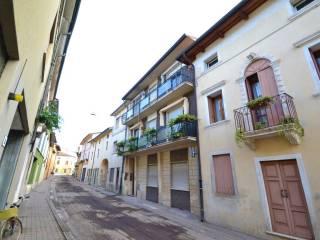 Foto - Trilocale via Monte di Pietà 10, Montecchio Maggiore