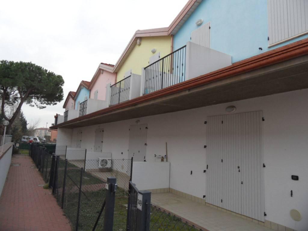 Bagni Di Casalborsetti : Casal borsetti forti raffiche di vento danni sul litorale
