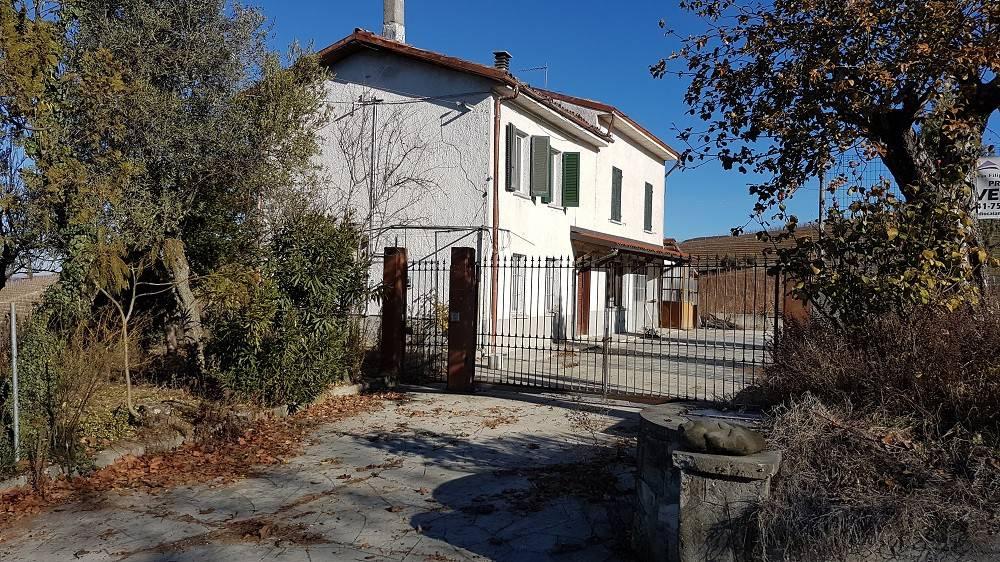 foto  Rustico / Casale, da ristrutturare, 200 mq, Calosso