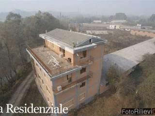 Foto - Palazzo / Stabile quattro piani, da ristrutturare, Lombardore