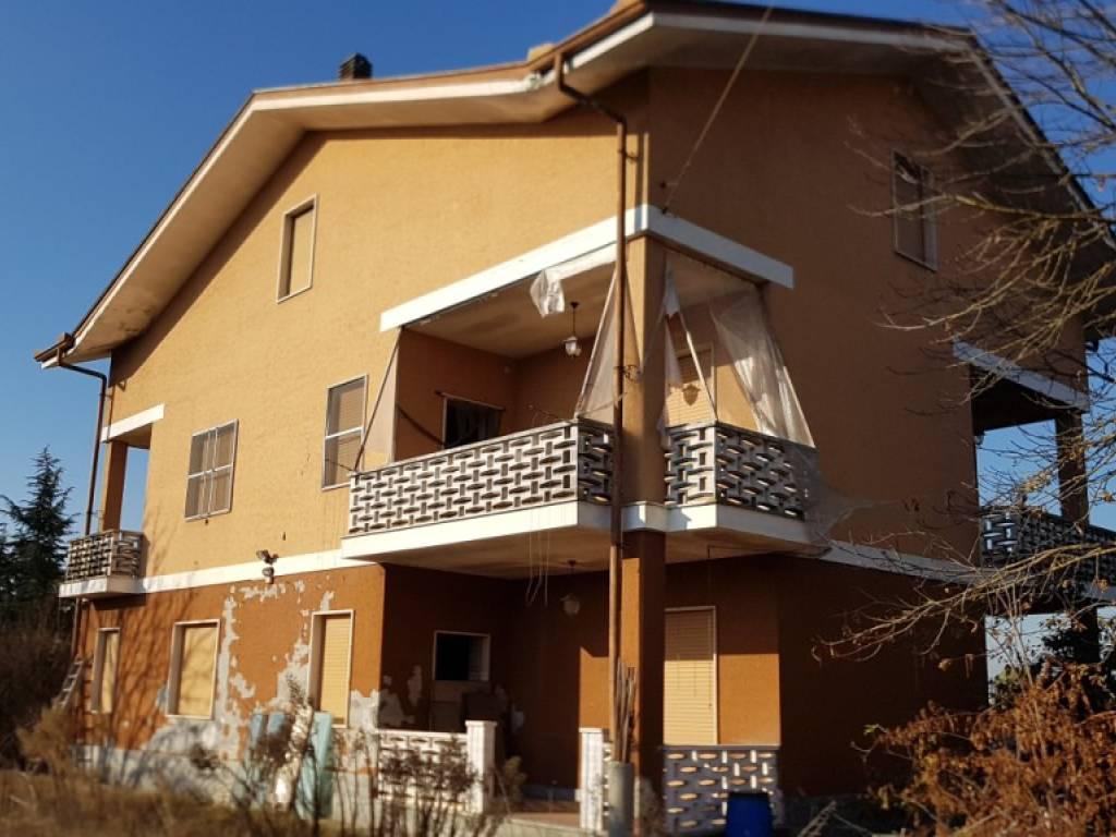 foto  Villa Strada Comunale del Pascolo Sorgente, Caramagna Piemonte
