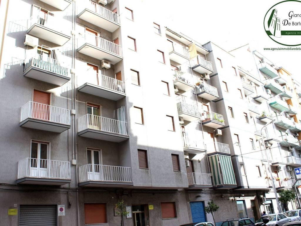 foto stabile Trilocale via Plateja, Taranto