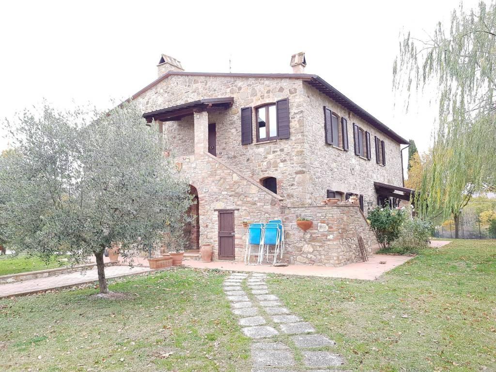 foto  Rustico / Casale, ottimo stato, 450 mq, Perugia