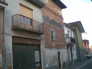 Foto - Palazzo / Stabile tre piani, da ristrutturare, Graffignana