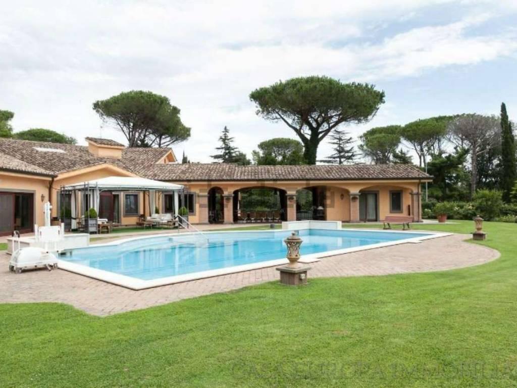 Vendita villa in largo dell 39 olgiata roma ottimo stato riscaldamento autonomo 1500 mq rif - Villa con piscina roma ...