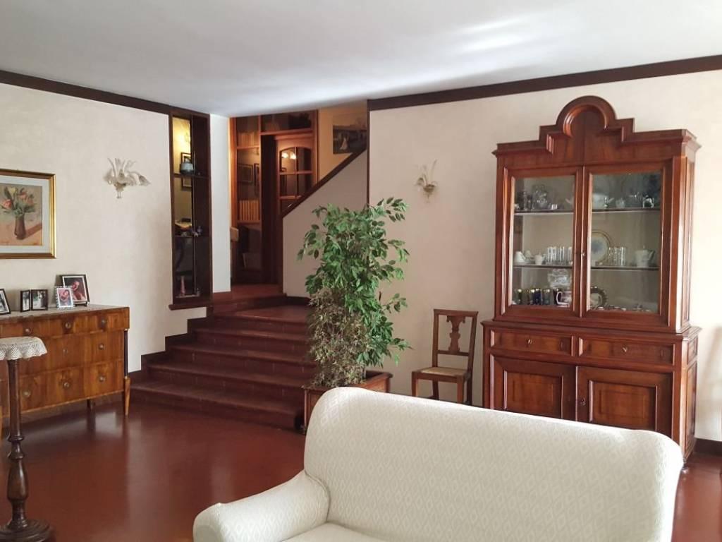 foto  Villa, buono stato, 300 mq, Rolo
