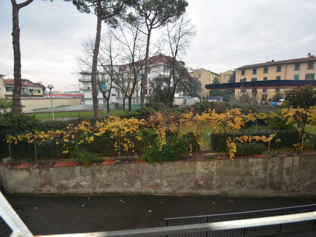 foto  Quadrilocale via Montepulciano, Firenze