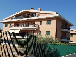 Foto - Quadrilocale ottimo stato, secondo piano, Morena, Roma