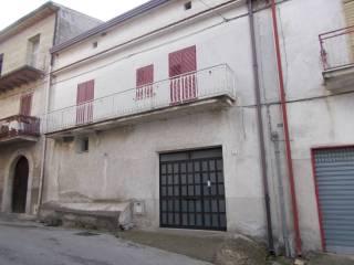 Foto - Palazzo / Stabile due piani, da ristrutturare, Solopaca