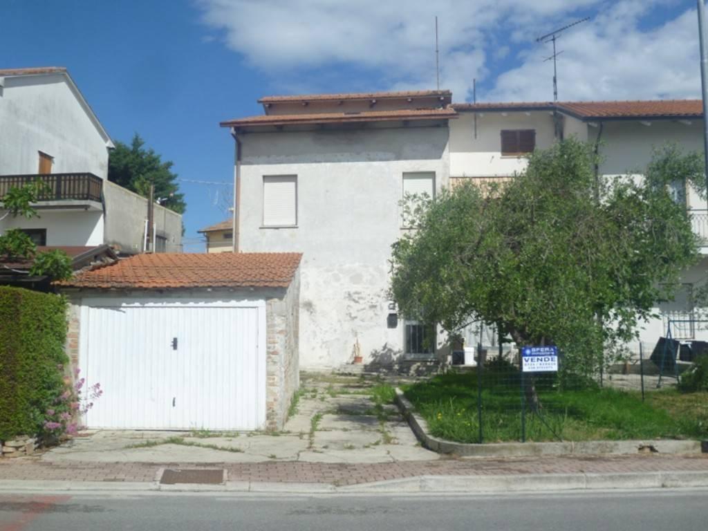 foto  Villa bifamiliare, da ristrutturare, 158 mq, Terre Roveresche