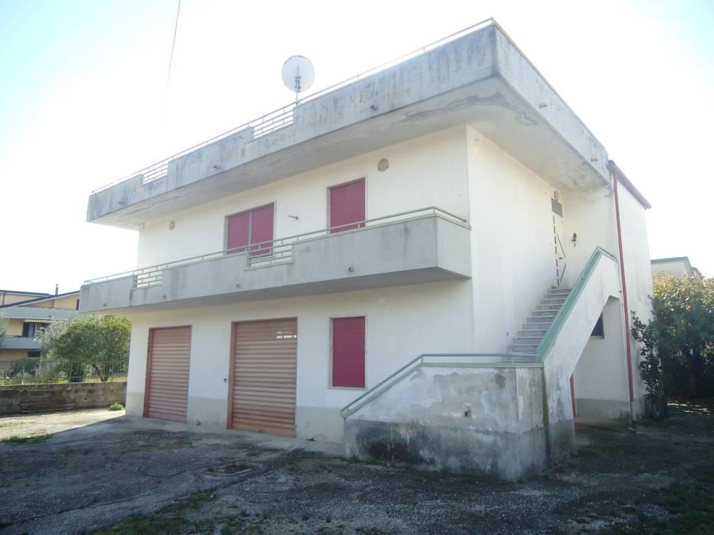 foto  Palazzo / Stabile via Triflisco, Bellona