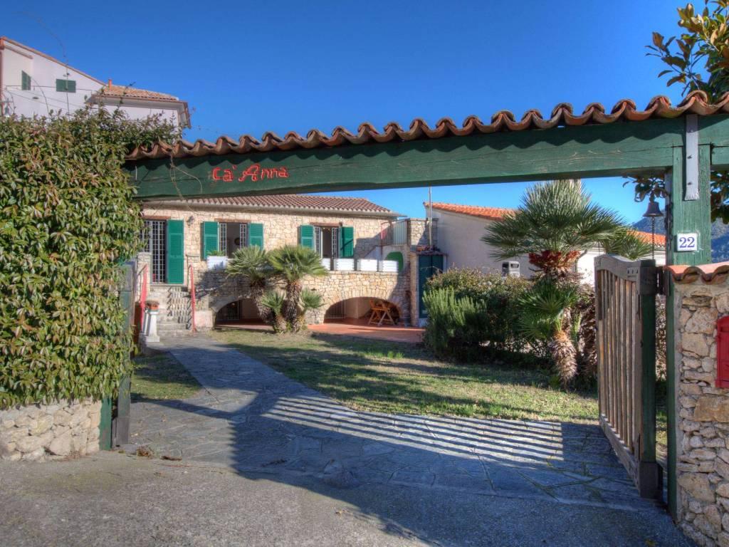 foto Vista ingresso Rustico via Condera, Orco Feglino