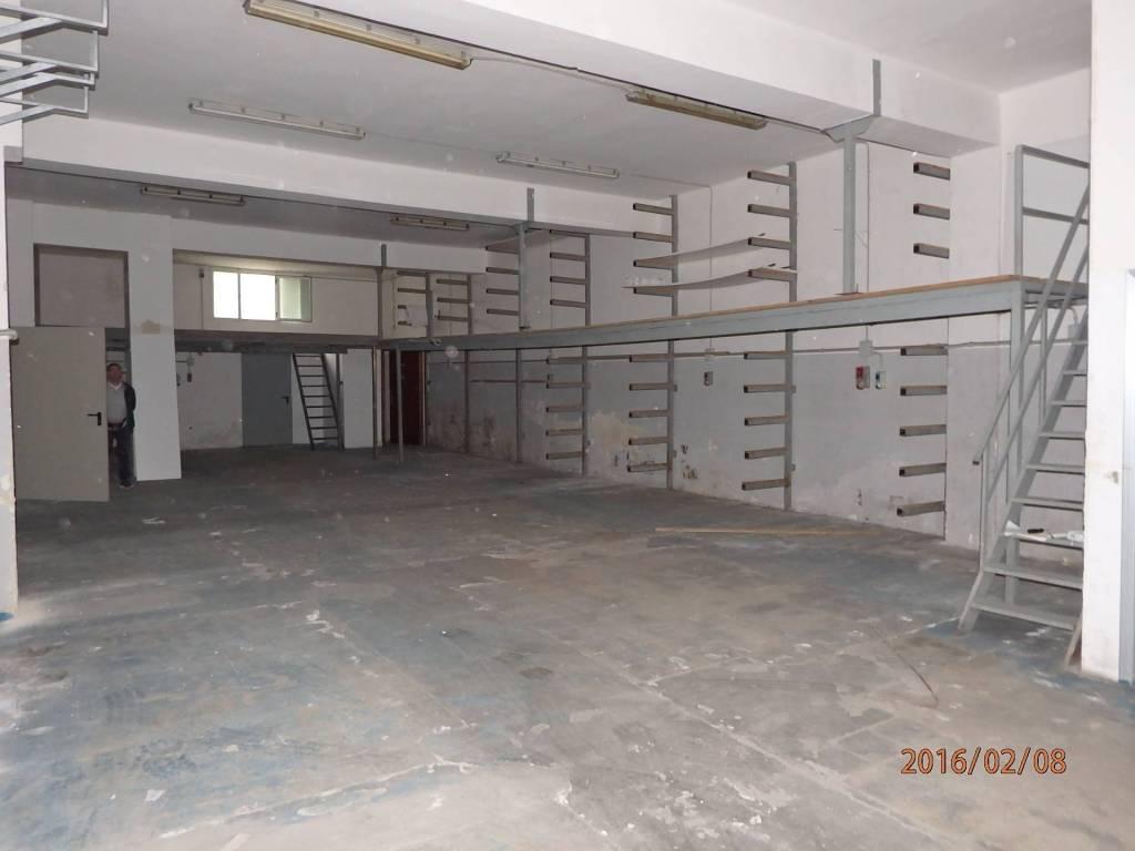 foto Vista Magazzino in Vendita a Brindisi