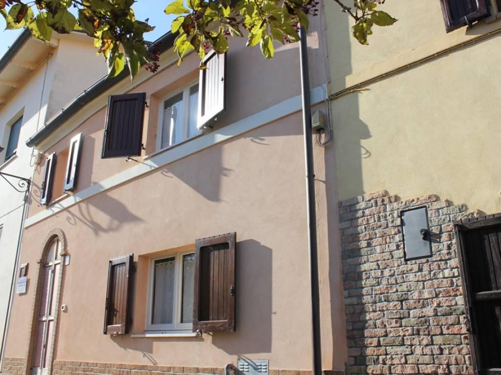 foto  Villa unifamiliare via Roma 105, Terre Roveresche
