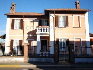 Foto - Villa via Camillo Benso di Cavour, Rosate