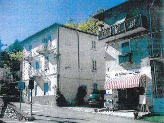Foto - Palazzo / Stabile tre piani, da ristrutturare, Carlazzo